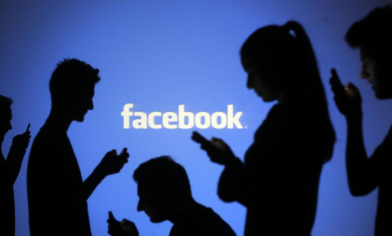 Want to someone's Spy Facebook? Use PhoneSpyware